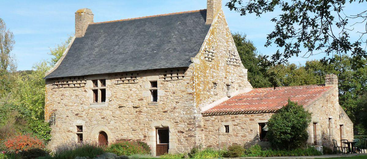 Manoir de St Etienne de Montluc, sauvegarde du patrimoine, restauration, enduit à la chaux naturelle, enduit de terre, stage enduit