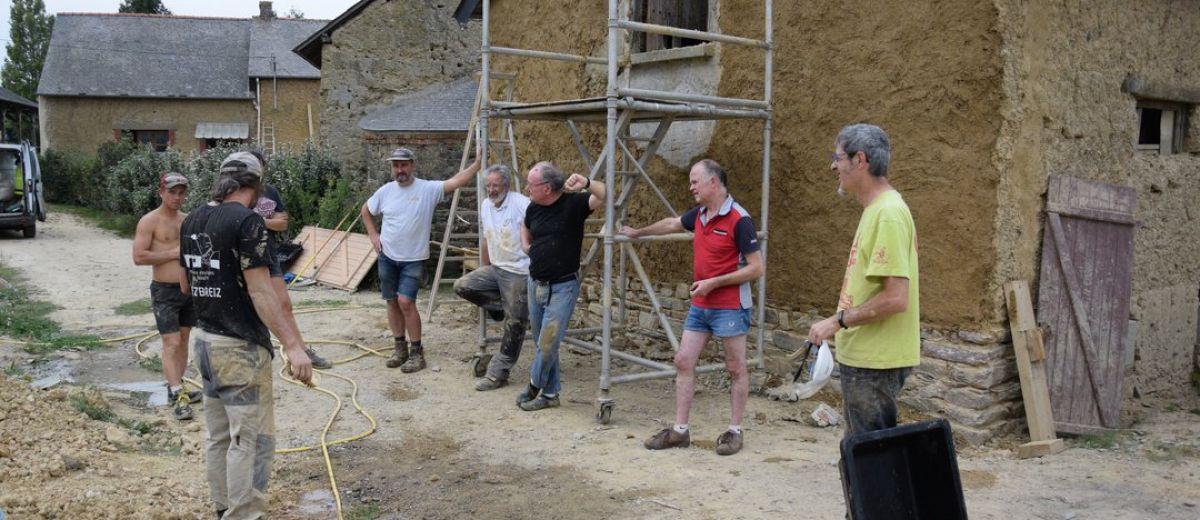 restauration d'un mur en terre, stage tiez breiz
