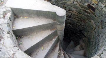 escalier, restauration d'une maison ancienne, patrimoine, Bretagne