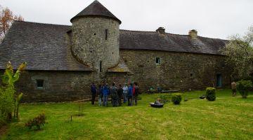 chantier participatif, enduit et joints à la chaux, Bretagne, manoir, patrimoine