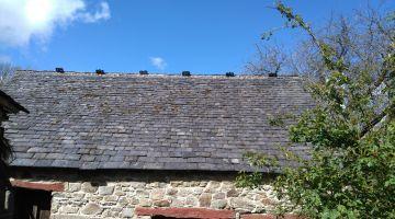 toiture à pureaux décroissants, couverture d'ardoises, restaurer sa maison, bâti ancien, patrimoine, Bretagne