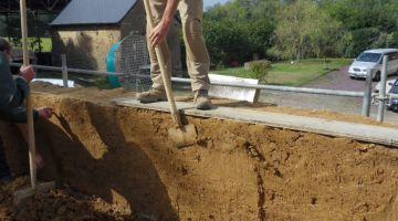 bâti bauge, patrimoine breton, maison en terre, Bretagne, restaurer une maison, stage enduit de terre