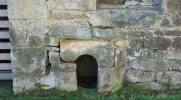 Quistinic, niche à chien maçonnée, patrimoine, Bretagne, architecture traditionnelle