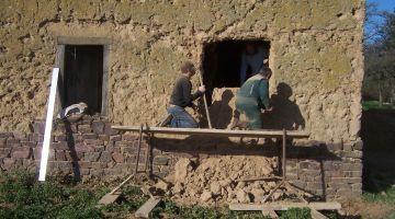 """Stage """"Ouverture d'un mure en terre"""""""