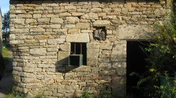 les murs, maçonnerie, mur de pierre, murs entérrés, murs bouffants, restauration maison ancienne, patrimoine vernaculaire, Bretagne